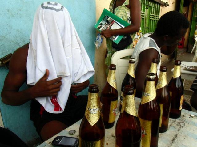 """Résultat de recherche d'images pour """"ALCOOLISME, JEUNESSE, Afrique"""""""