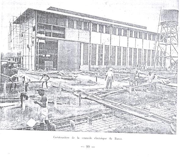 Yaoundé capitale administrative du territoire était la tête de ligne des chemins de fer du centre et le point de départ des convois automobiles vers